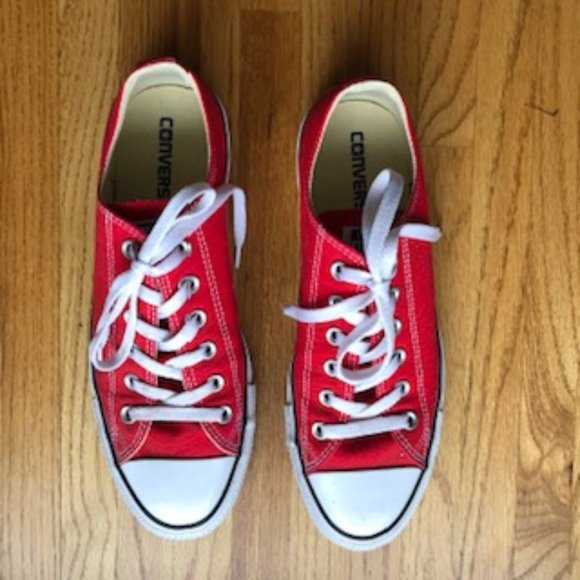 Men's Converse Low Tops in almost new condition!